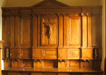 Parrocchia di Boltiere, mobile da sacrestia. Restauro ultimato del corpo superiore.