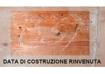 Parrocchia di Boltiere, data di costruzione 1839 rinvenuta sullo schienale del corpo superiore.