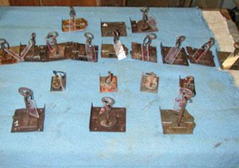 Parrocchia di Boltiere, mobile da sacrestia. Riparazione e attivazione di tutte le serrature con nuove chiavi.