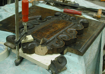 Sedie fratine XVI° sec. Durante il restauro, traversa alta dello schienale con rottura.